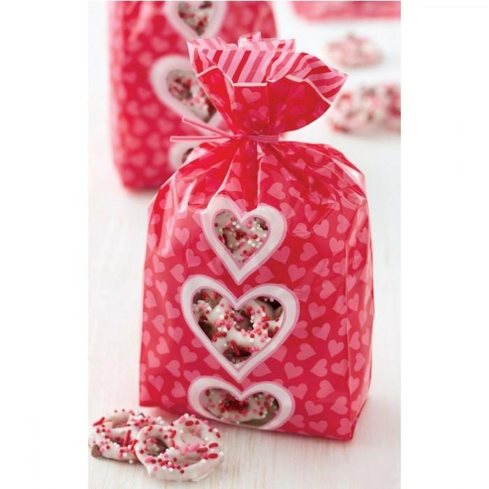 Sacchetti con decorazioni a cuore per dolcetti